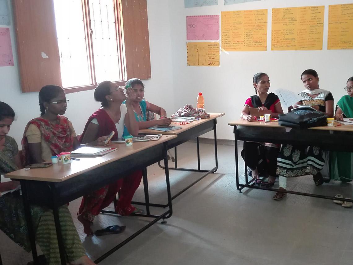 chicas en formación escuela idiomas dkv integralia India