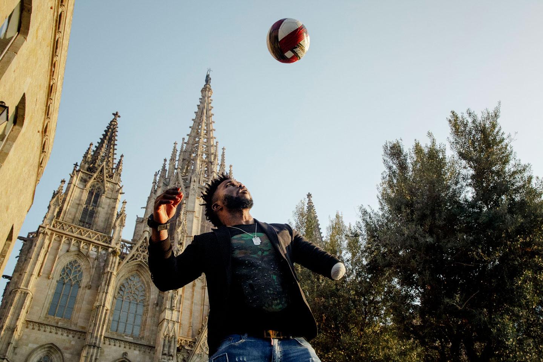 Julius jugando a fútbol
